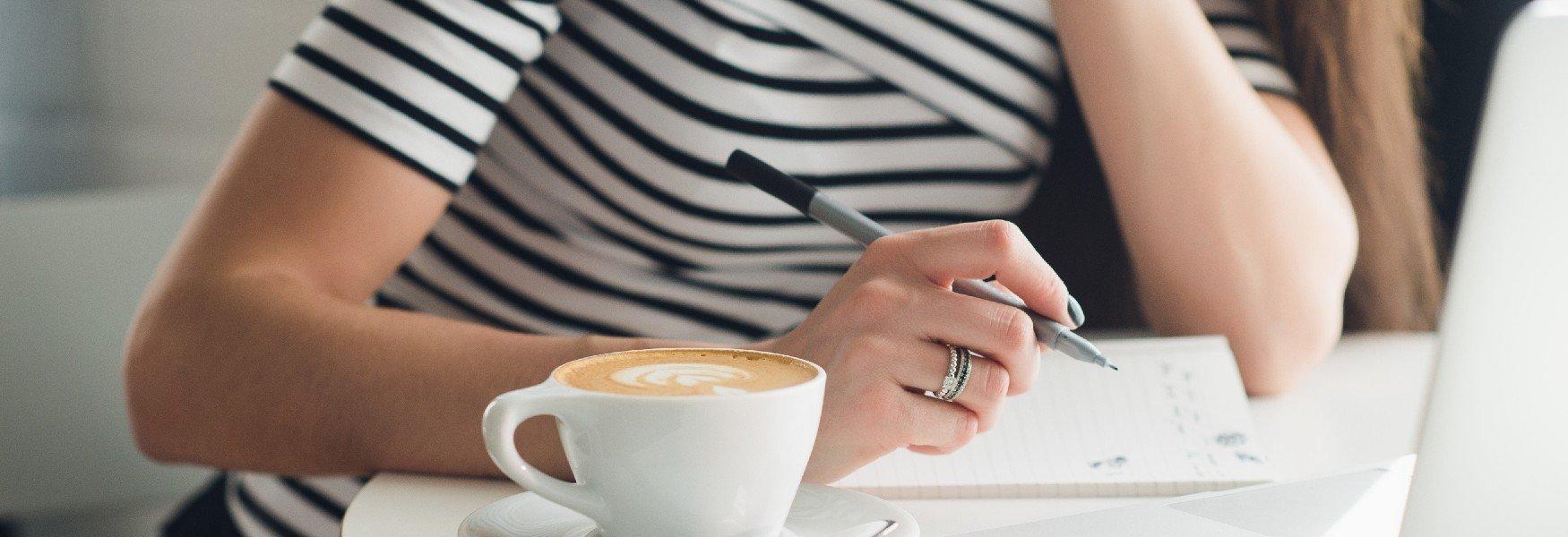Vrouw Schrijft Brief